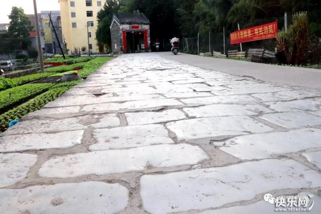 周末不知道去哪玩?贵港市区东湖登龙桥古迹游也不错!