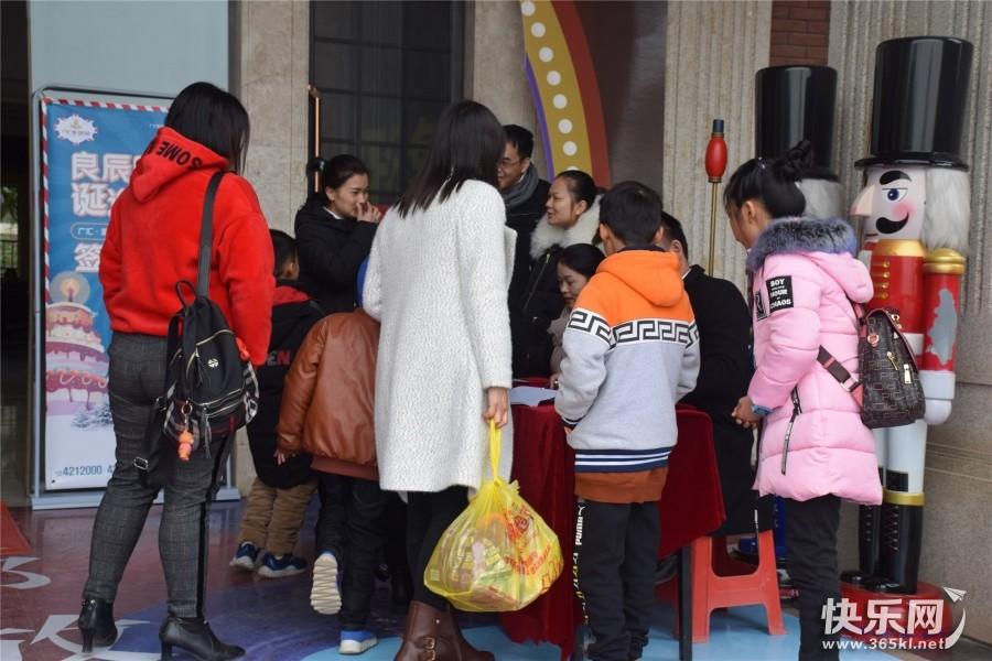 当圣诞趴撞上生日趴,广汇·圣湖城带给你不一样的圣诞惊喜