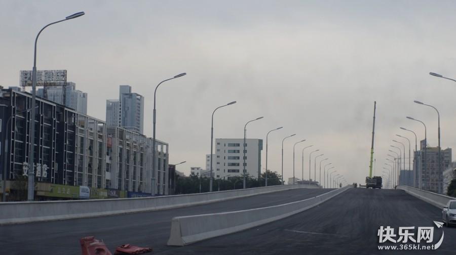 金港大道立交桥最新进展:沥青基本铺好