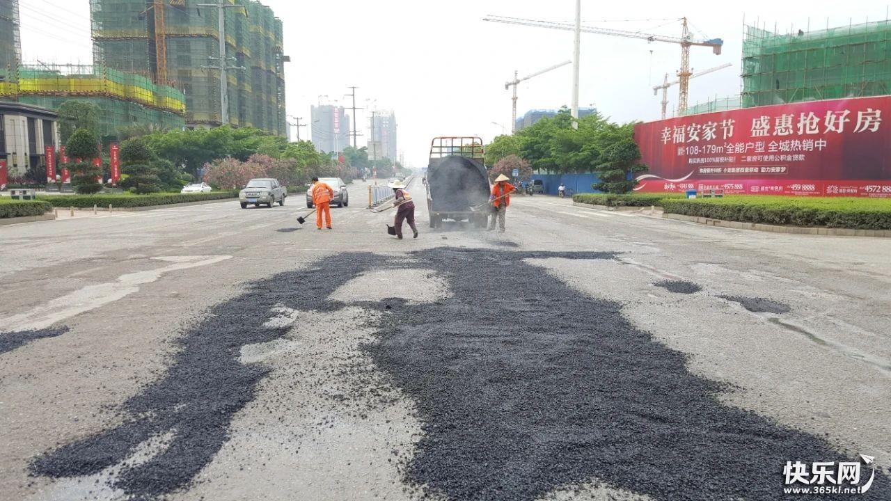 市城市管理局及时修复桂林路破损路面