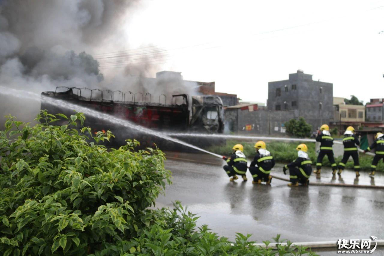 北环车祸后续来了! 两货车相撞起火 原因竟是……